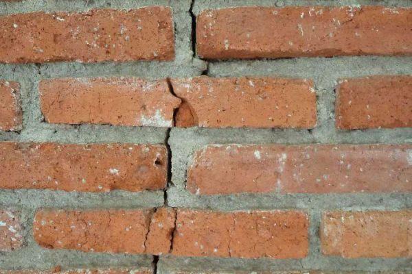 brick-215779_1280-600x400